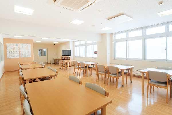 5号館2階 精神科救急入院料病棟デイルーム風景